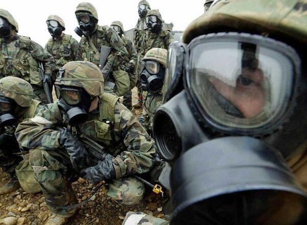 Soldaten mit Gasmaske