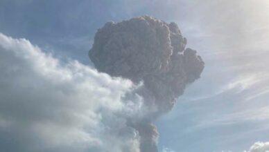 Die Aschewolke des Vulkans auf St. Vincent.